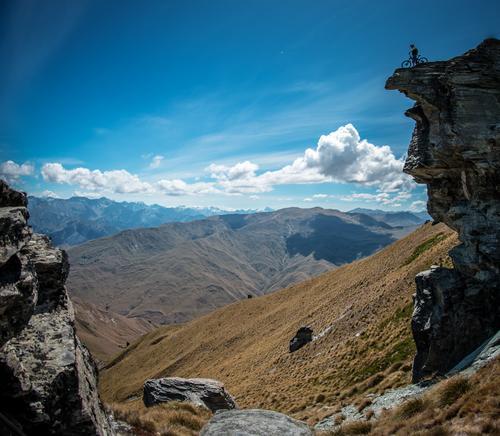 on top Himmel Natur Ferien & Urlaub & Reisen Sommer Sonne Landschaft Wolken Ferne Berge u. Gebirge Frühling Sport Freiheit Horizont Ausflug Fahrrad Erfolg