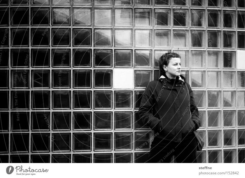 Warten auf 2oo9 [Erster Akt] Frau Haus Wand warten Glas Treppe Körperhaltung Fliesen u. Kacheln Treppenhaus