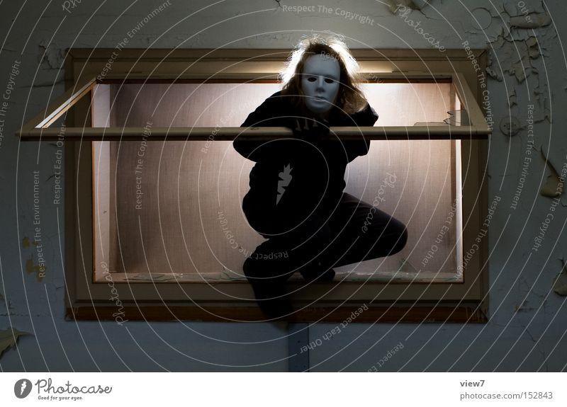 ComeON! weiß dunkel Fenster Holz Angst Maske geheimnisvoll verfallen gruselig Rahmen Panik verborgen unsichtbar Opfer Mörder Krimineller