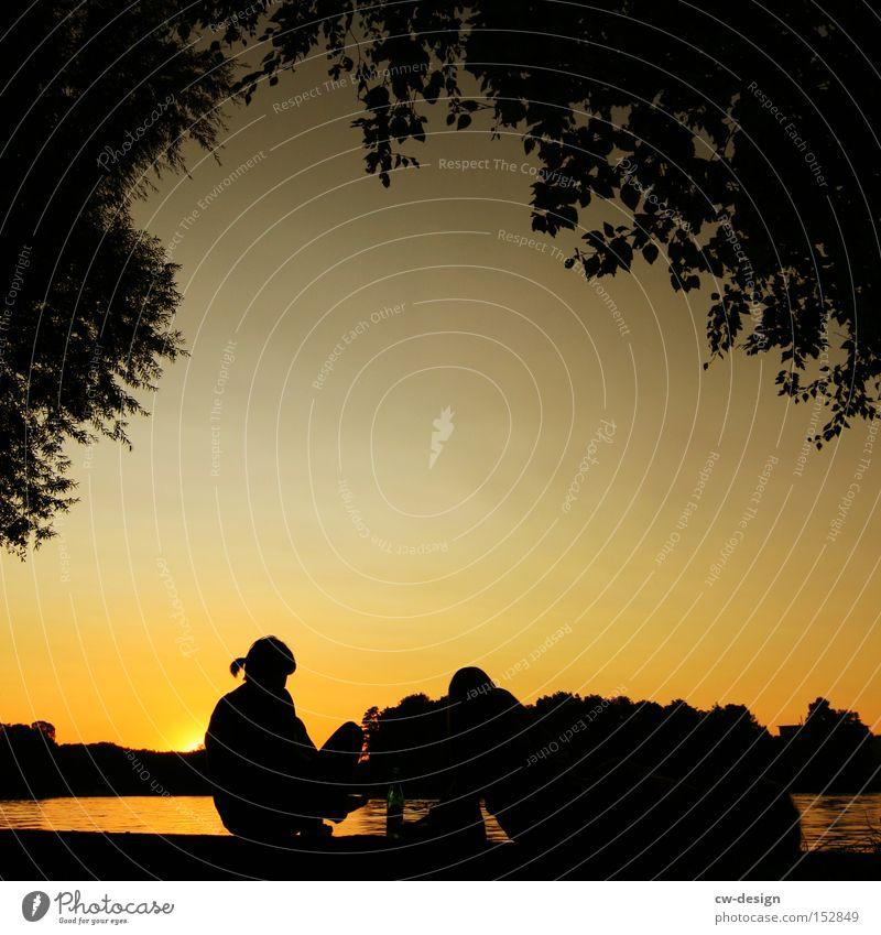 EIN SPREEBLICK AM LA CHAMANDU III Sommer Erholung Gefühle Paar Kunst paarweise Pause Fluss Idylle Skyline Hauptstadt Sehenswürdigkeit