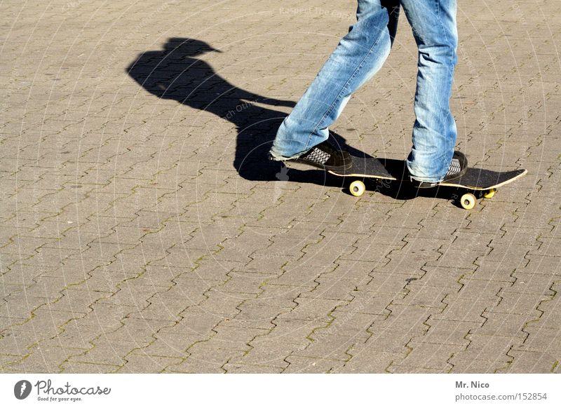 asphaltcowboy *1* Skateboarding Sport Freizeit & Hobby Asphalt Schatten Aktion Zufriedenheit Funsport Spielen streetskater fun Jeanshose Bewegung