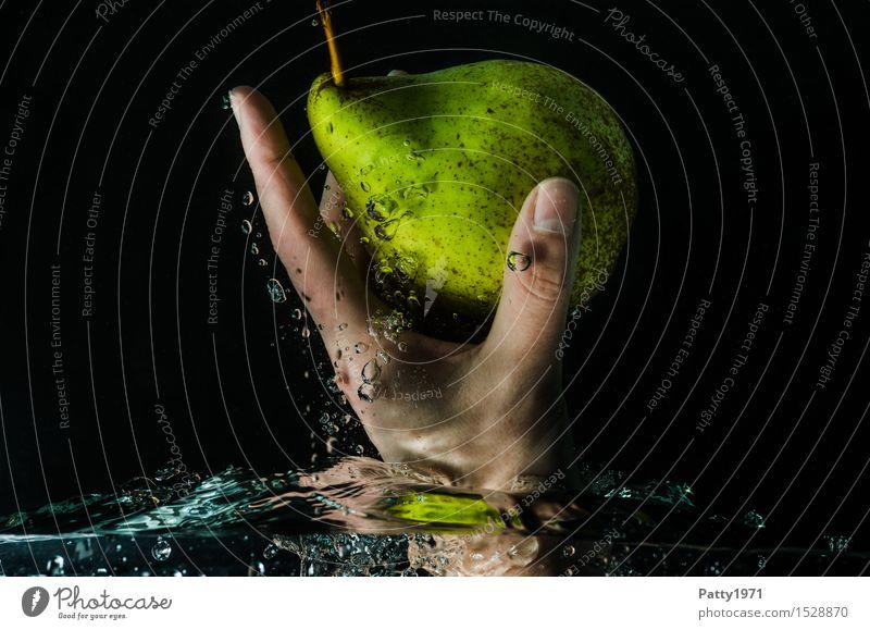 Birne grün Wasser Gesunde Ernährung Hand natürlich Gesundheit Lebensmittel Frucht frisch genießen Trinkwasser Finger nass Reinigen lecker