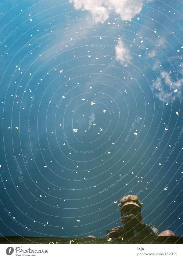 Wasserspiel I Fotokamera Hafen blau Schnee Blütenblatt Himmel Wolken Flussufer Reflexion & Spiegelung Außenaufnahme Freude Sommer Person u. Frau Mütze u. Hut
