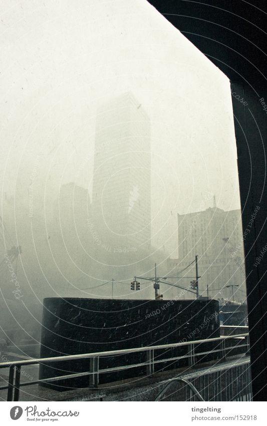 schnee über Stadt Winter Schnee Gebäude Nebel Hochhaus Geländer Treppengeländer New York City graphisch Ground Zero