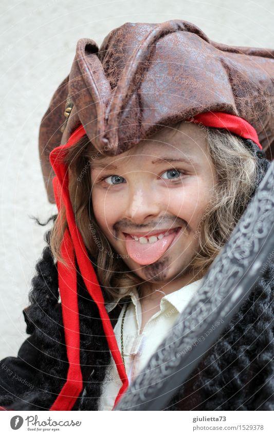 Lausbub or pirate Mensch Kind schön lustig Junge Spielen lachen Kindheit Fröhlichkeit Lächeln niedlich Coolness 8-13 Jahre Karneval Hut langhaarig
