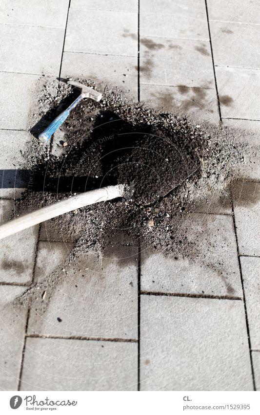 schaufel und hammer Arbeit & Erwerbstätigkeit Beruf Handwerker Baustelle Feierabend Schaufel Hammer Boden bauen fleißig Farbfoto Außenaufnahme Menschenleer