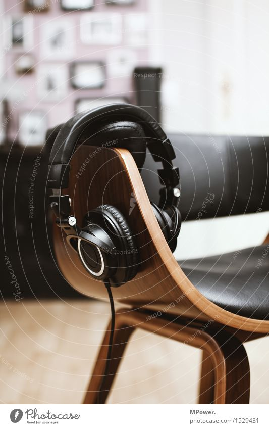 rückzugsgebiet Headset Kabel Technik & Technologie Unterhaltungselektronik erleben Konzentration träumen Kopfhörer Stuhl Musik Musik hören Erholung Radio
