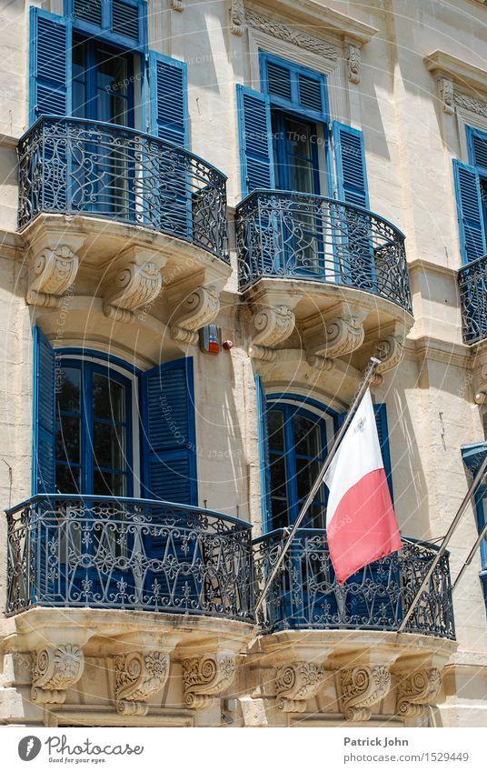 Valetta - Malta - Ferien & Urlaub & Reisen Sonne Ferne Fenster Architektur Gebäude Fassade Tourismus Insel Ausflug Europa Zeichen entdecken Fahne Balkon