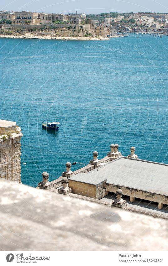 Malta Grand Harbor mit Luzzu Ferien & Urlaub & Reisen Tourismus Städtereise Kreuzfahrt Sommer Sommerurlaub Sonne Meer Insel Architektur Wasser Sonnenlicht