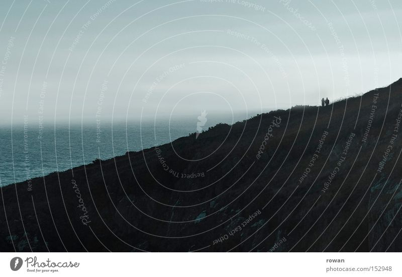 wandern Meer Einsamkeit dunkel Berge u. Gebirge grau Paar Wege & Pfade wandern Nebel paarweise Spaziergang mystisch