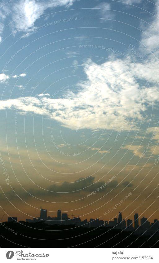 morgenröte Himmel Wolken Horizont Stadt Hochhaus Stimmung Singapore Aussicht Bankenviertel Asien Südostasien Hochformat Farbfoto Gedeckte Farben Außenaufnahme