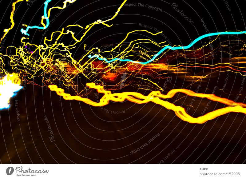 Angriff gelb Farbe verrückt Geschwindigkeit Elektrizität Blitze leuchten Strahlung türkis Nacht Wahnsinn Nachtleben Nachtaufnahme Leuchtspur Lichtstrahl