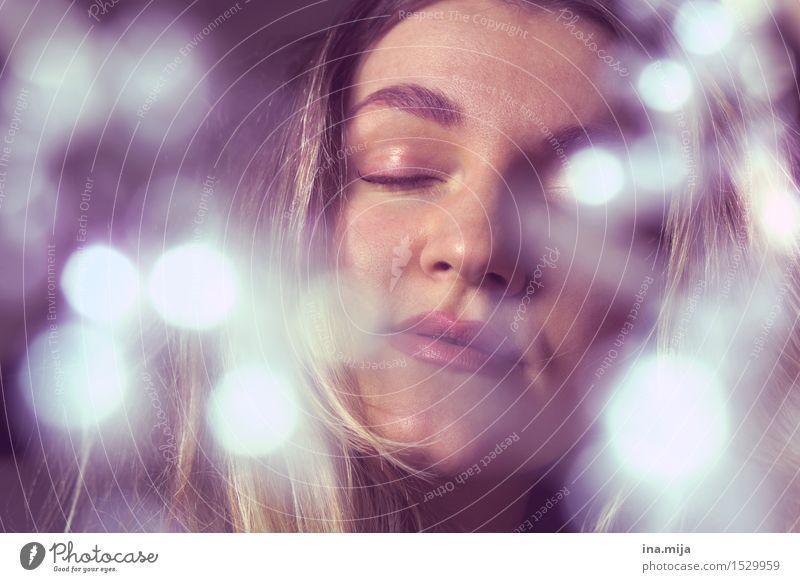 Glücksmoment Mensch Frau Jugendliche schön Junge Frau Erholung ruhig 18-30 Jahre Gesicht Erwachsene feminin Stil Religion & Glaube Lifestyle Denken