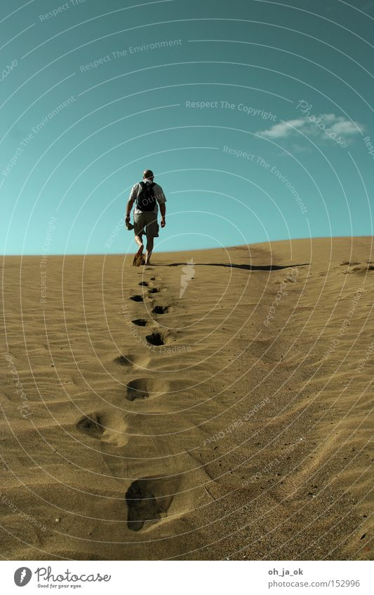 2009 wird alles anders Mann Himmel Wolken Sand wandern leer Wüste heiß Düne Erwartung Tellerrand