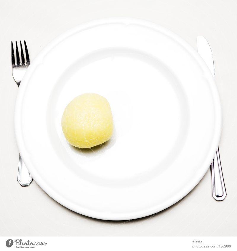 Den Gürtel enger schnallen. glänzend Armut Ernährung rund einfach Teller eng Langeweile Messer wenige kahl Gabel Vegetarische Ernährung Mangel Gedeck Finanzkrise
