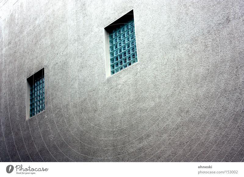 Hauswand mit Augen Wand Fenster Beton Fassade trist gefangen Entertainment Justizvollzugsanstalt Gitter Glasbaustein