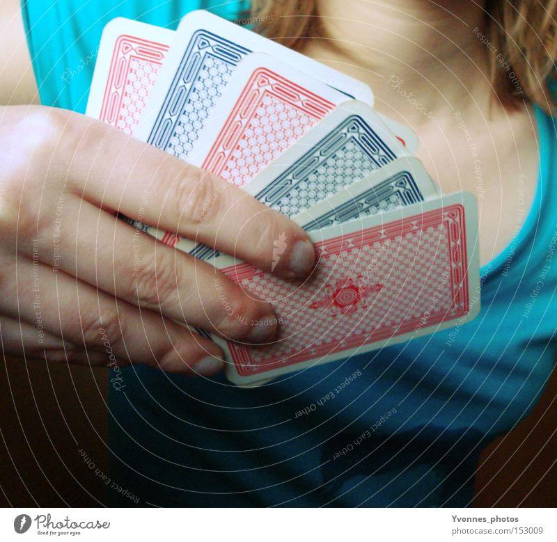 Neues Jahr. Neues Spiel. Frau Hand Freude Spielen Glück Zukunft Entertainment Spielkarte Poker Spielkasino Glücksspiel Kartenspiel Skat