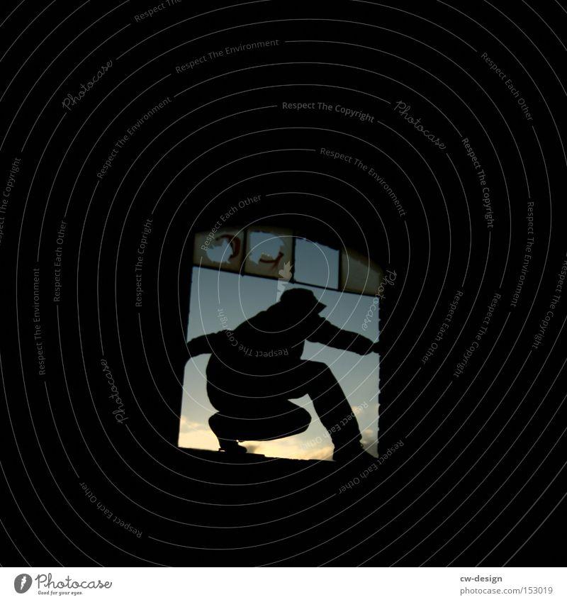 SPRUNG INS NEUE Mensch Himmel Mann Einsamkeit Fenster springen gehen Angst gefährlich kaputt Pause Körperhaltung verfallen Halt Panik Poker