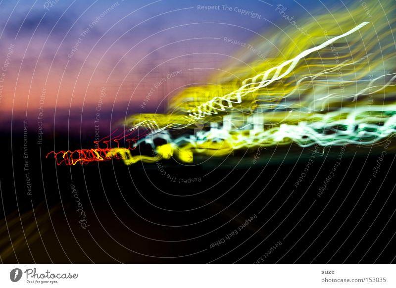 Gelber Strom Lampe Nachtleben Verkehr Straße Autobahn fahren Geschwindigkeit gelb schwarz Strahlung Elektrizität unterwegs obskur Experiment verrückt Nachtlicht