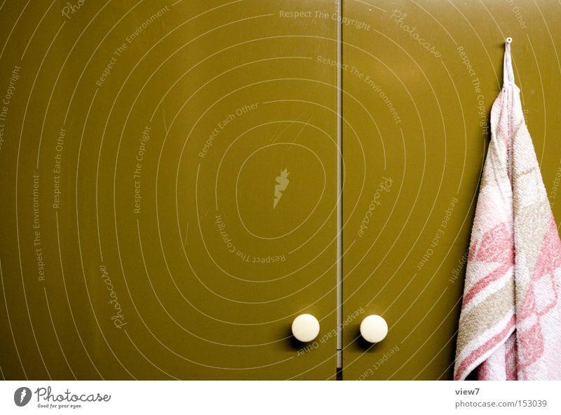 Schrank Möbel Küche DDR alt Knöpfe Handtuch Stoff grün oliv retro Hängeschrank Küchenhandtücher Oberfläche Lack Farbe Farbstoff hängen obskur