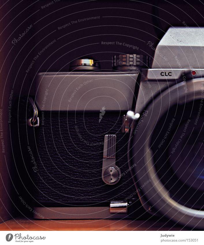 antike Fotografie Fotokamera alt altmodisch retro schwarz weiß modern früher Objektiv Detailaufnahme Vergangenheit Zukunft Elektrisches Gerät