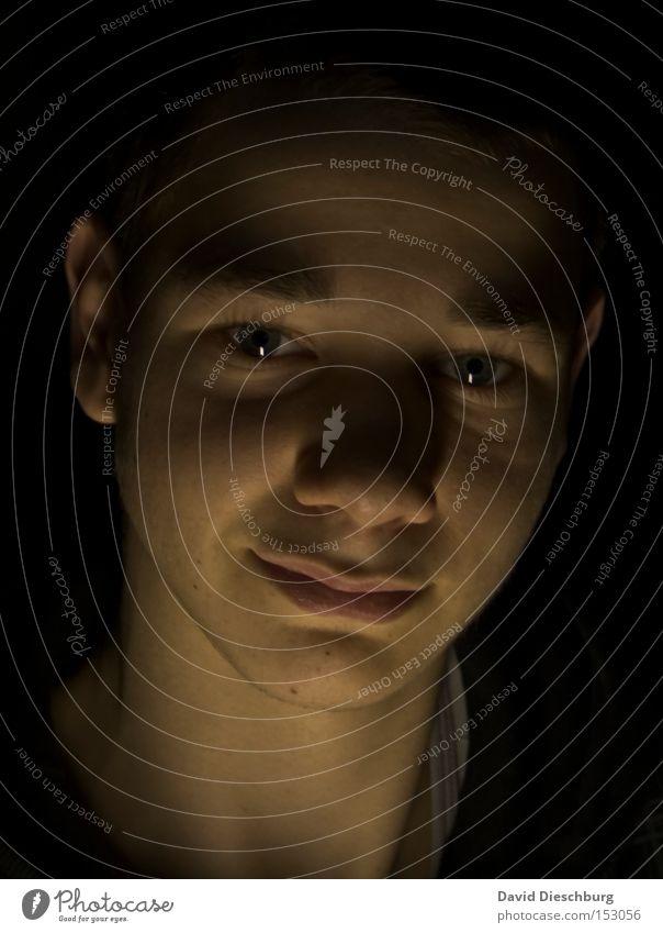 Bruderherz im Schatten Licht dunkel hell Porträt Gesicht Mund Nase Auge Mensch Jugendliche Zufriedenheit Mann face Brother