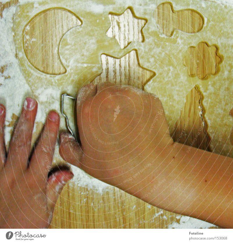 Die letzten Plätzchen Teigwaren Finger besinnlich Hand Mehl Zucker Butter Weihnachten & Advent Bäckerei Freude Kuchen Backwaren Winter Ausstechform Kind stechen