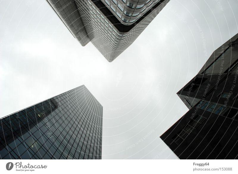 Gipfeltreffen Himmel Haus Wolken Fenster grau Erfolg Hochhaus Spitze Frankfurt am Main Rechteck steil