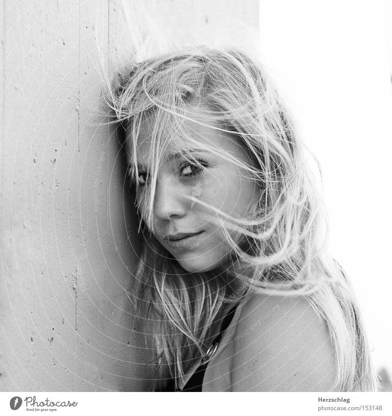 mitgefühlt Porträt Haare & Frisuren frisch Frau Wind Sommer Freude Glück Jugendliche