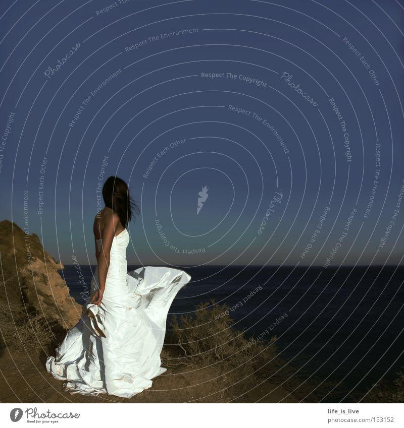 die Braut, die sich getraut weiß schön Strand Wind Hochzeit Romantik Sehnsucht Frau Klippe Blauer Himmel traumhaft