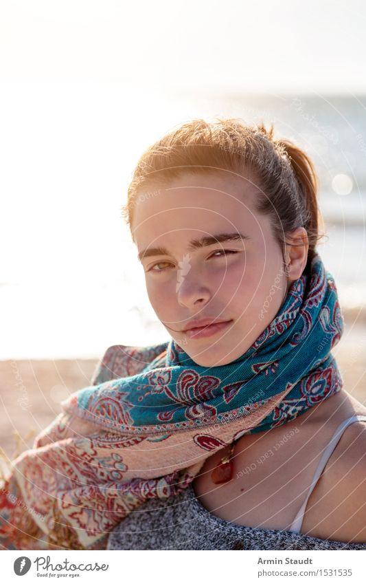 Porträt am Strand Mensch Frau Natur Ferien & Urlaub & Reisen Jugendliche schön Junge Frau Wasser Erholung ruhig Erwachsene Leben Gefühle feminin Lifestyle
