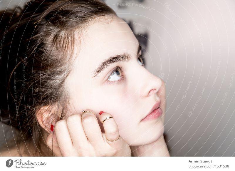 Was nun? Mensch Frau Jugendliche schön Junge Frau Hand Erholung Erwachsene Gefühle feminin lachen Lifestyle frisch 13-18 Jahre Finger einzigartig