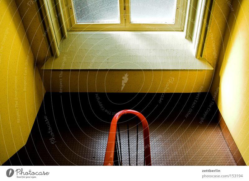 Treppe Treppenhaus Niveau Treppenabsatz Fenster Geländer Treppengeländer