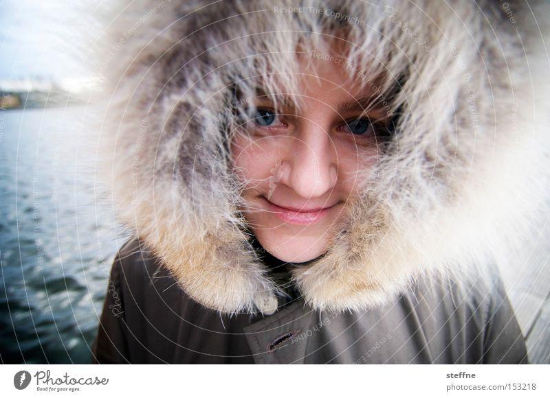 Käpt'n Iglu Frau Winter kalt lachen See Fell Flussufer Kapuze Spree Afro-Look Inuit