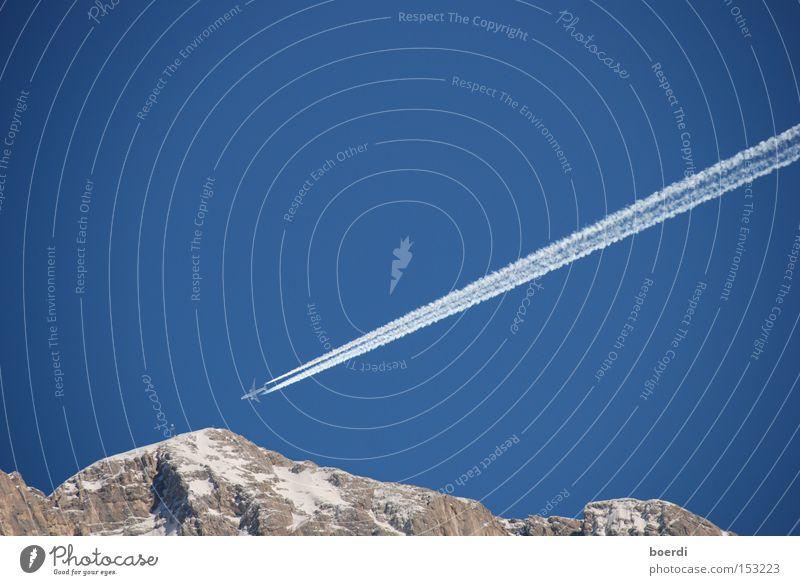 AUA ... Himmel blau Ferne Schnee Berge u. Gebirge Angst Flugzeug Sicherheit Luftverkehr Güterverkehr & Logistik Ziel Alpen Gipfel Schönes Wetter