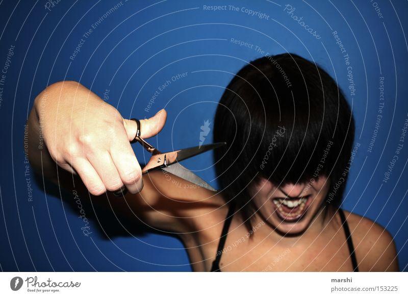2009 ::: Zeit für Veränderungen ::: Stil Haare & Frisuren Friseur Handwerk Schere Frau Erwachsene Aggression trendy Wut blau Wandel & Veränderung geschnitten