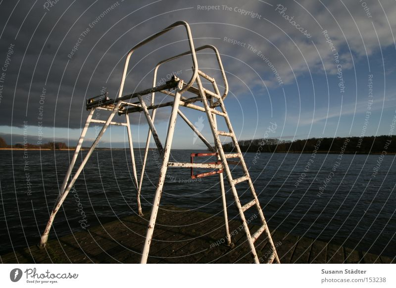 Sprungturm a.D. Wasser Himmel kalt springen Spielen Holz See Metall Metallwaren Rost Steg Mecklenburg-Vorpommern Malchow