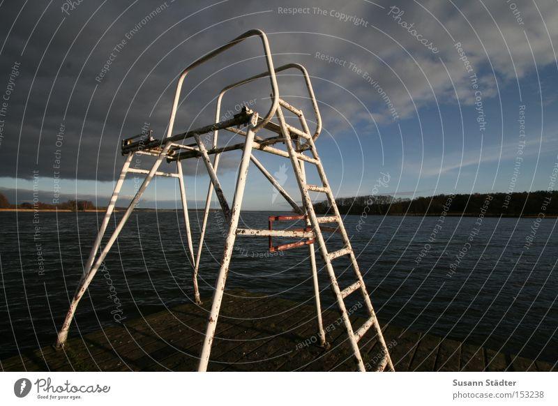 Sprungturm a.D. Mecklenburg-Vorpommern Spielen Wasser kalt Steg Holz Himmel See Malchow Metall Metallwaren Rost springen Fleesensee
