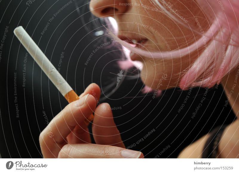 nicoretta Frau Jugendliche Rauchen Tabakwaren Rauschmittel Zigarette Sucht Abhängigkeit Nikotin Biologie