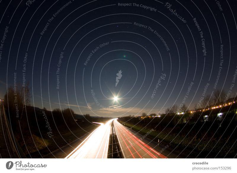 Highway to the stars Autobahn Straße Verkehr Mond Licht Nacht dunkel Abend Geschwindigkeit Weltall Baum Wolken Verkehrswege Langzeitbelichtung Kraft