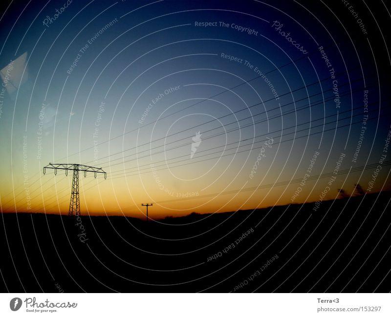 When the sun goes down Himmel blau rot ruhig gelb Farbe dunkel hell Stimmung orange Feld Elektrizität Kabel Frieden Stahlkabel Strommast