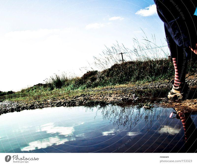schritt für schritt Wasser gehen Spaziergang Barriere Pfütze Gleichgewicht schreiten Bergkamm