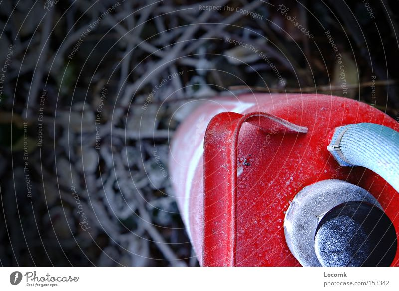 Feuer?imWinter? rot Schnee Brand Gleise Schutz Brandschutz Feuerlöscher