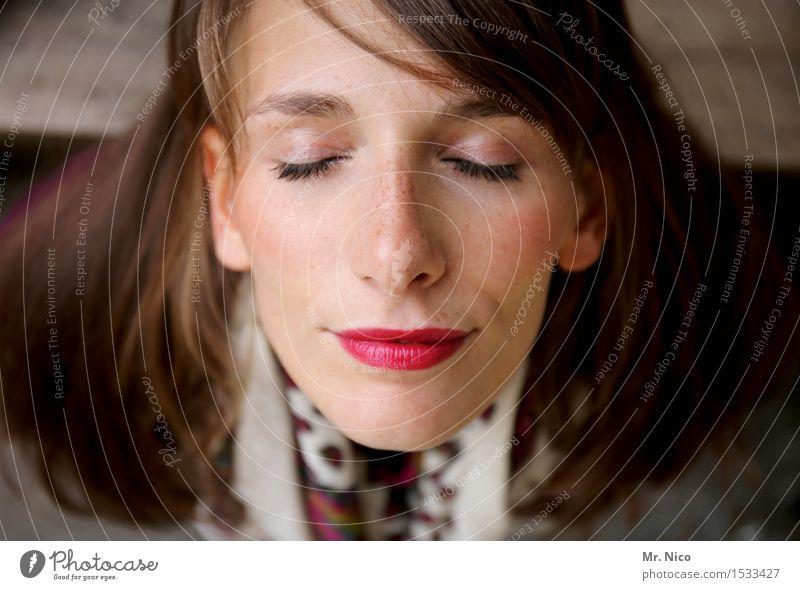 Schaltbubu | innehalten Lifestyle schön Wohlgefühl Erholung ruhig feminin Frau Erwachsene Kopf Gesicht Auge Nase Mund Lippen brünett langhaarig träumen