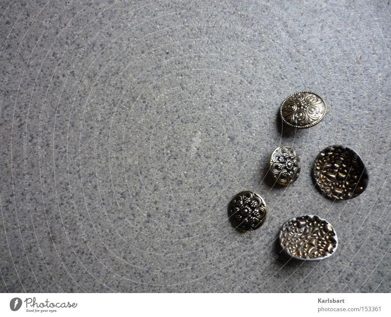 verlorene. knöpfe. Pflanze Einsamkeit Stein Metall Kunst Hintergrundbild Design Bekleidung außergewöhnlich Dekoration & Verzierung Vergangenheit Reichtum