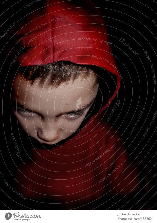 Das Omen - Damien is back Kind rot Junge Kindheit Konzentration gruselig Kapuze unheimlich Außerirdischer außerirdisch