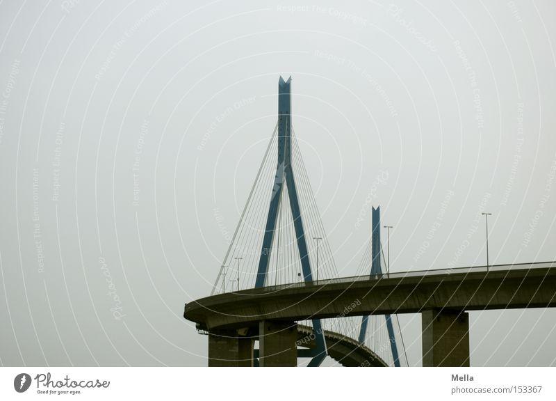 Brücke Himmel grau Seil Hamburg rund Autobahn Kurve Säule Köhlbrandbrücke