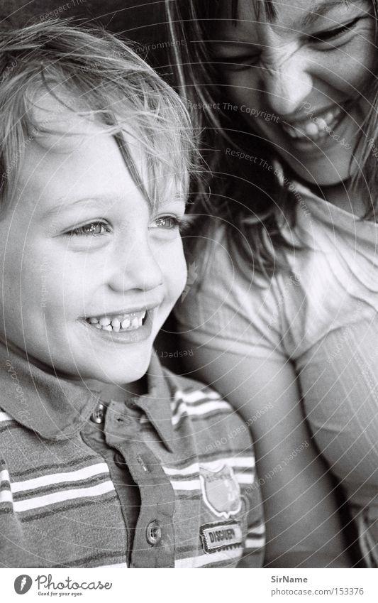 45 [der ist gut!] Frau Jugendliche Freude Junge Frau Erwachsene lachen Junge Zusammensein Kindheit Kommunizieren Kind Lebensfreude Bildung Zähne Witz Humor