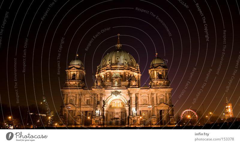 Berliner Dom bei Nacht dunkel Berlin Kunst Nacht violett Denkmal historisch Wahrzeichen Dom Sehenswürdigkeit Weihnachtsmarkt Gotteshäuser