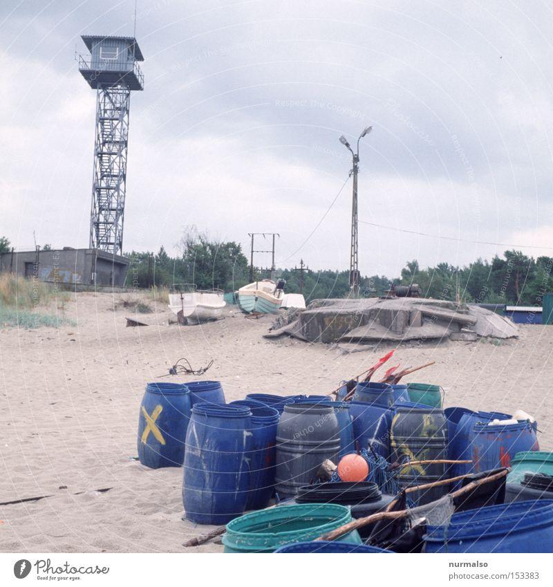 Überwachung ist für die Tonne Fass Turm Ostsee Russland Polen polnisch Grenze Strand Fischer Meer Regen Einsamkeit Zaun Meinung Angst Panik Küste Sicherheit